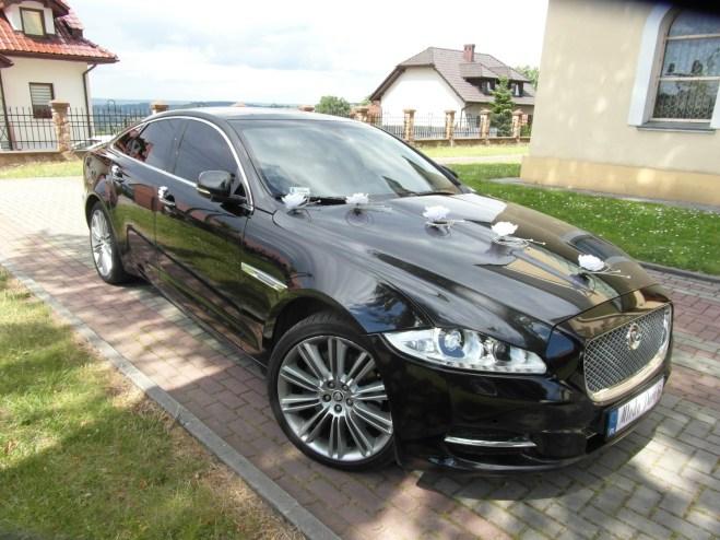 Jaguar XJ dekoracja z białych kwiatów