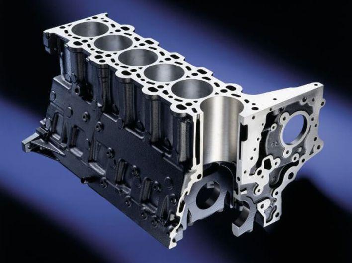 Чугунный блок цилиндров двигателя BMW