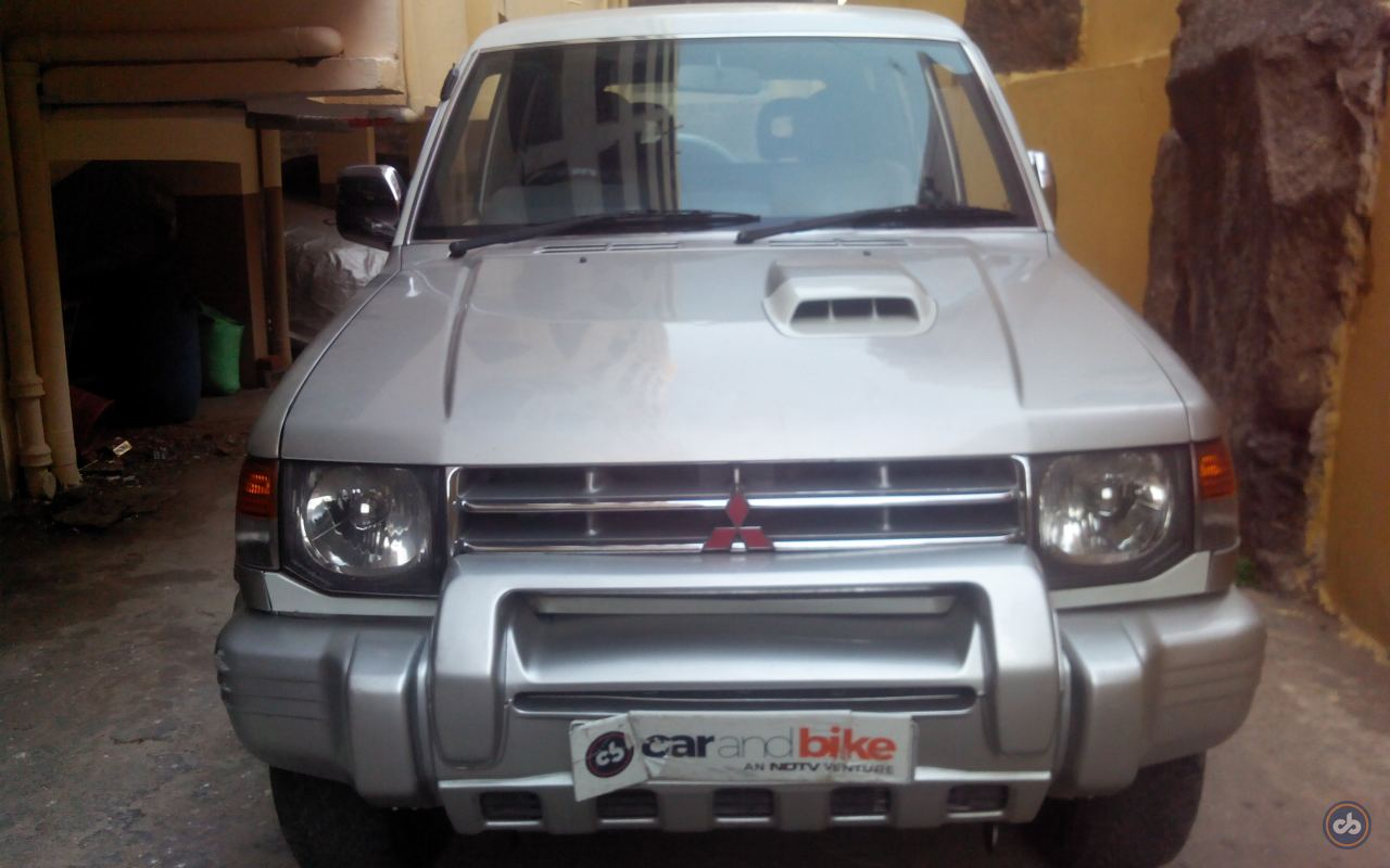 hight resolution of  mitsubishi pajero right side view 22 photos