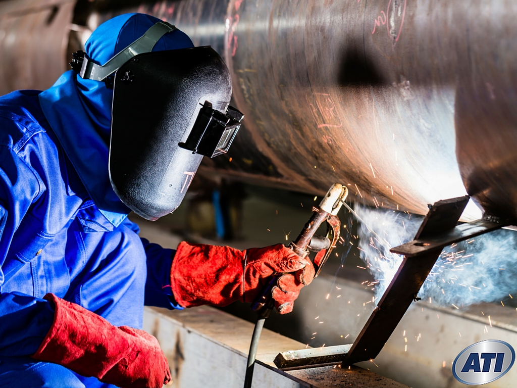 Job Outlook For Welders Five Red Hot Reasons To Become A Pipe Welder