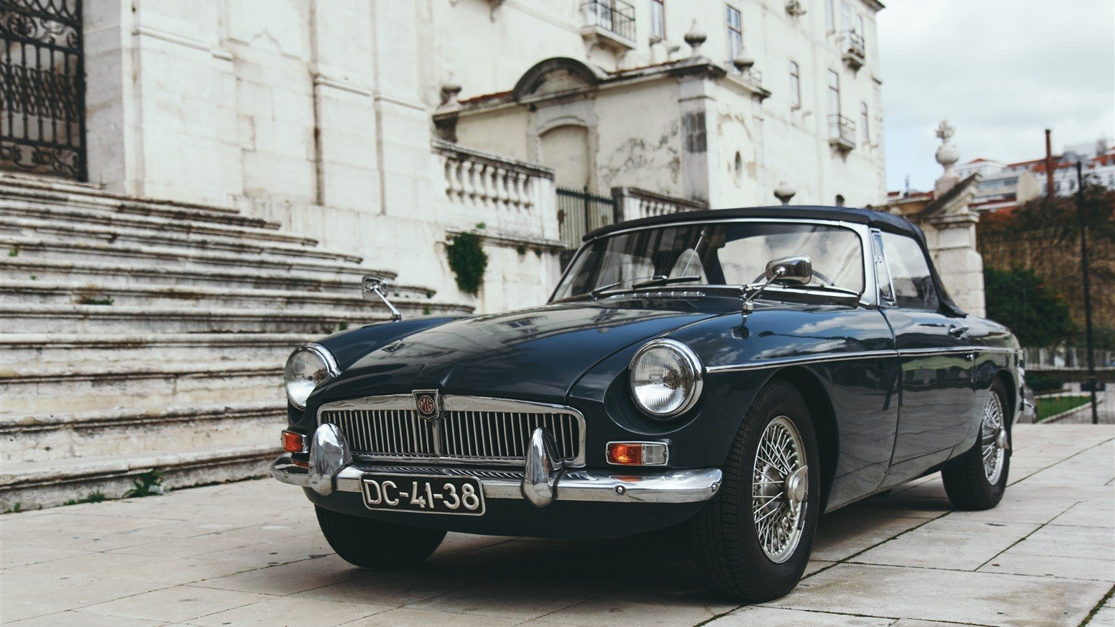 Latest Download Wallpaper 1600X900 Mg Retro Car Front View Hd Free Download
