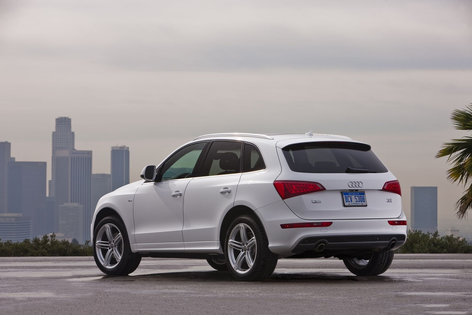 Latest Audi Q5 Sline Things To Splurge On Audi Audi Cars Cars Free Download
