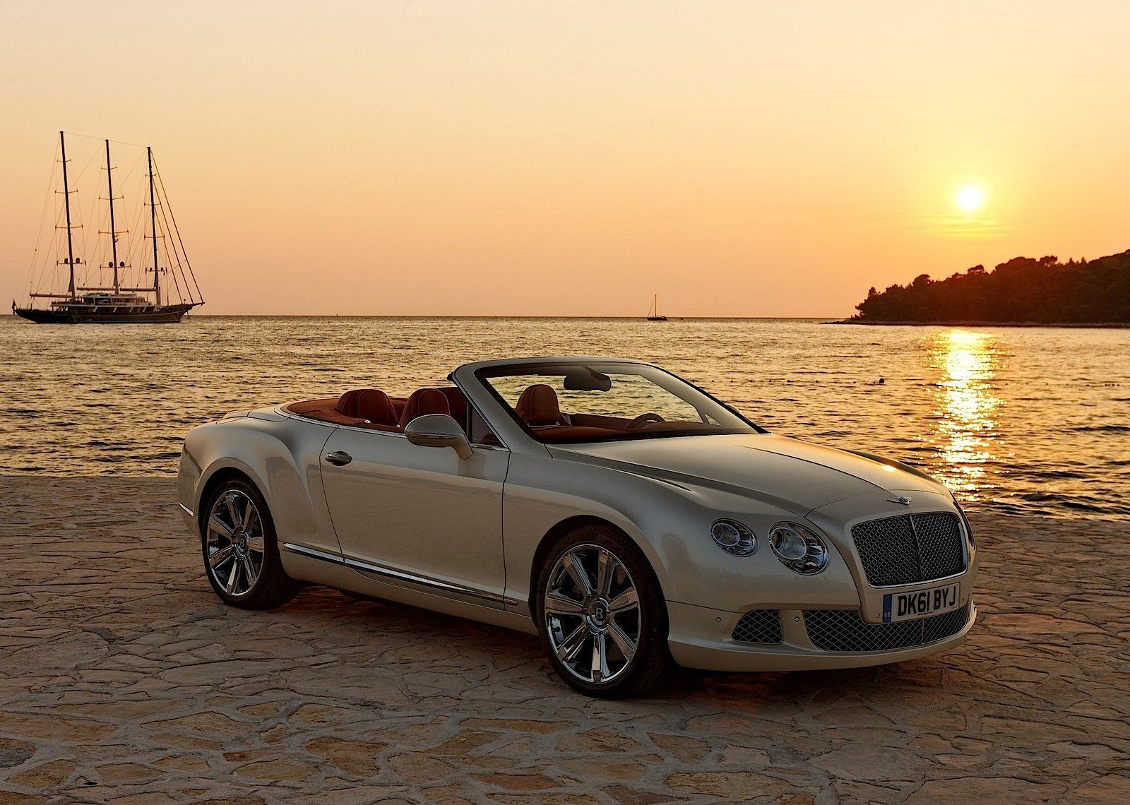 Latest Bentley Continental Gtc Specs Photos 2013 2014 2015 Free Download