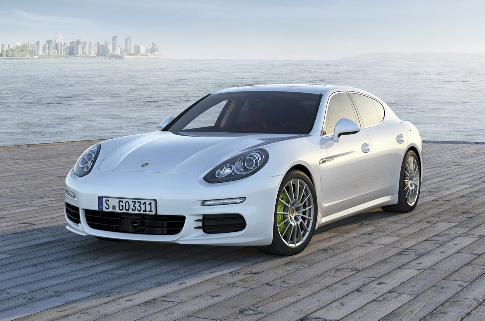Latest 2014 Porsche Panamera Facelift First Photos Leaked Free Download