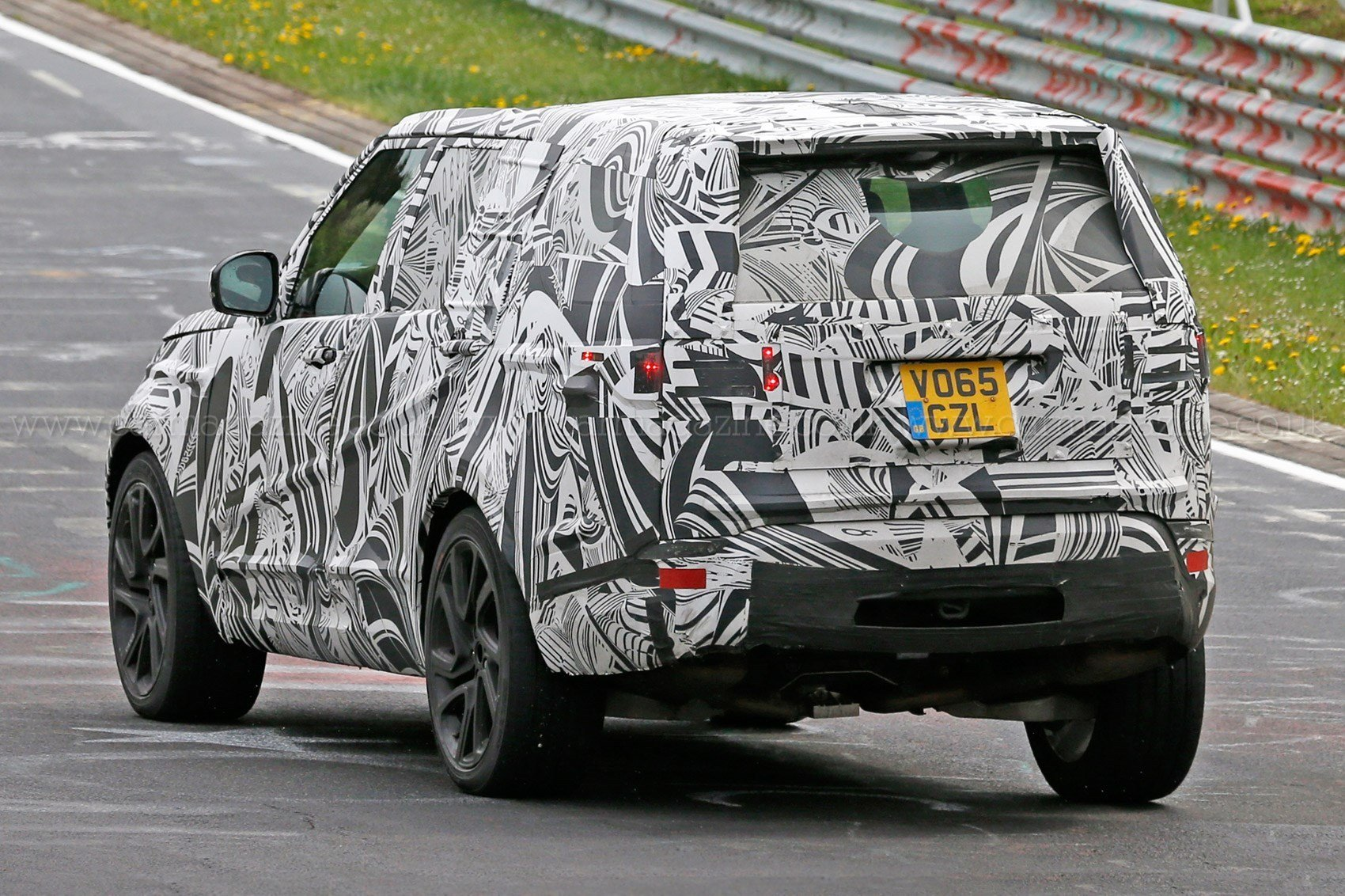 Latest A New Discovery Land Rover S 2016 Disco Spied Plus Info Free Download