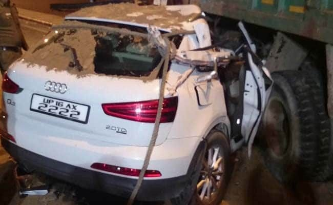 Latest Speeding Audi Suv Crashes Into Truck In Delhi 1 Dead 2 Free Download