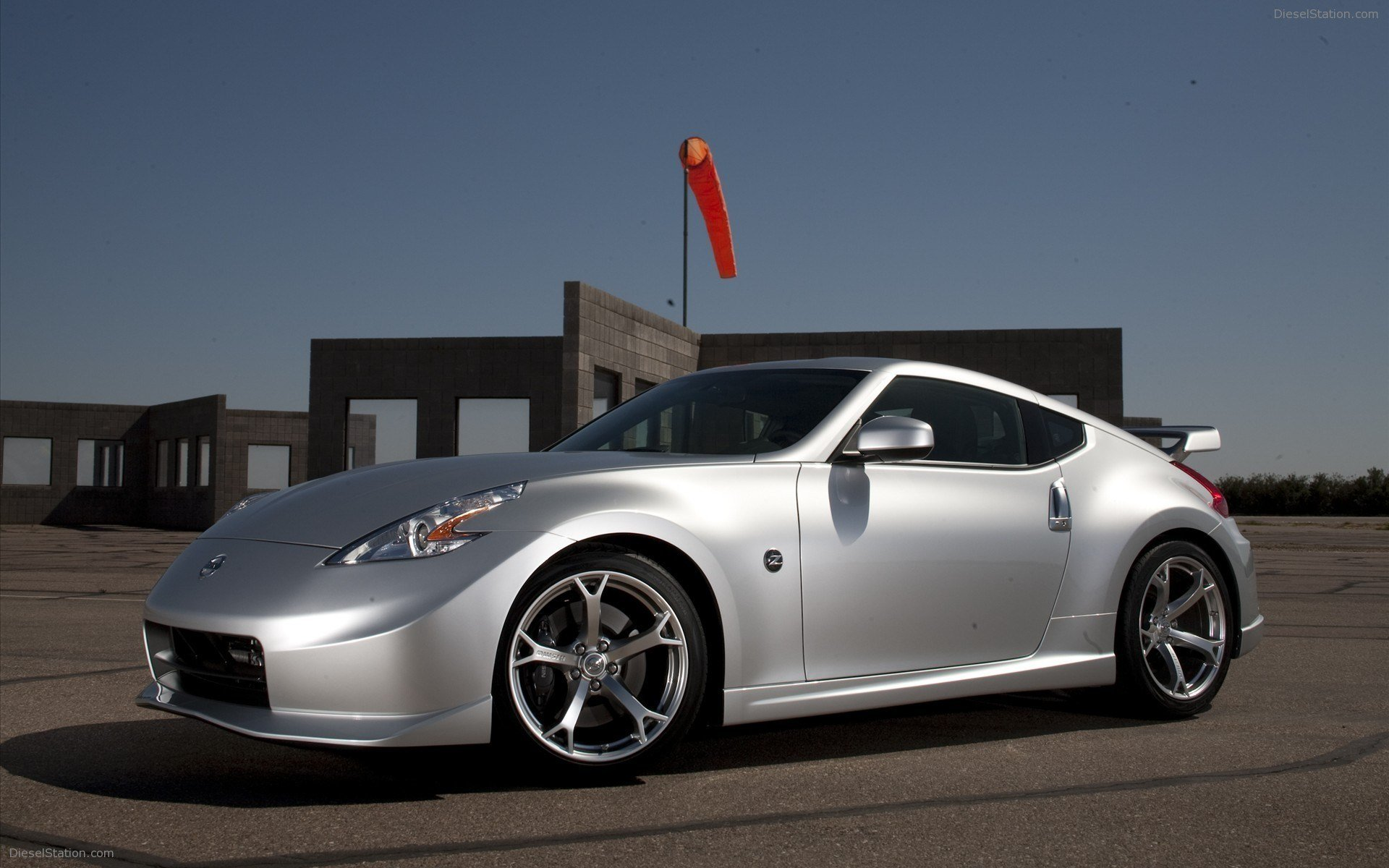 Latest 2009 Nismo Nissan 370Z Widescreen Exotic Car Wallpapers Free Download
