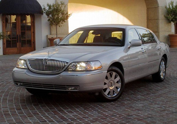 Latest 2011 Lincoln Town Car Sedan Free Download Original 1024 x 768