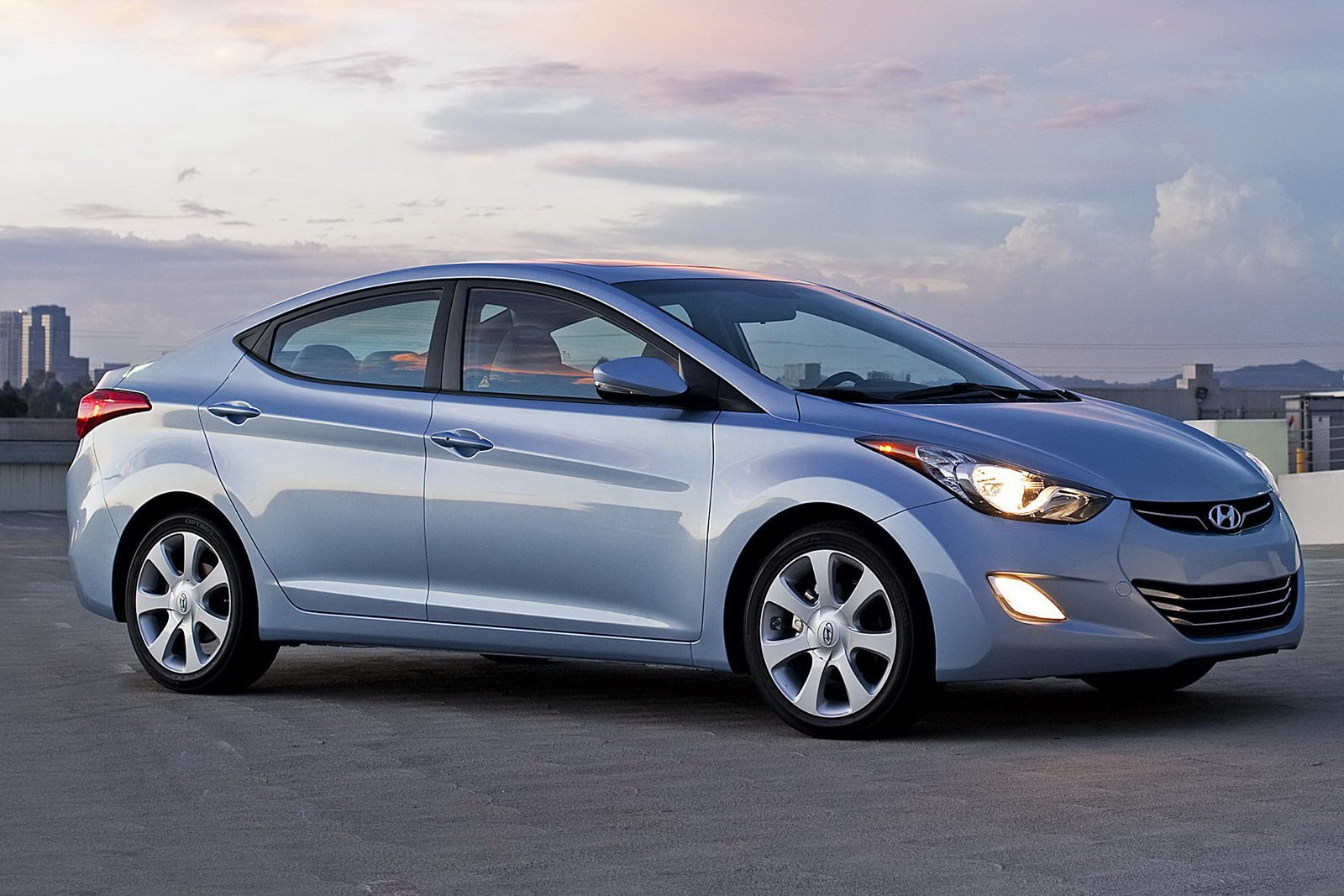 Latest World Car Wallpapers Hyundai Elantra 2012 Free Download
