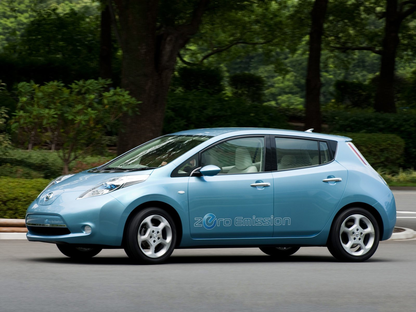 Latest Accident Lawyers 2011 Nissan Leaf Photos Japanese Car Free Download