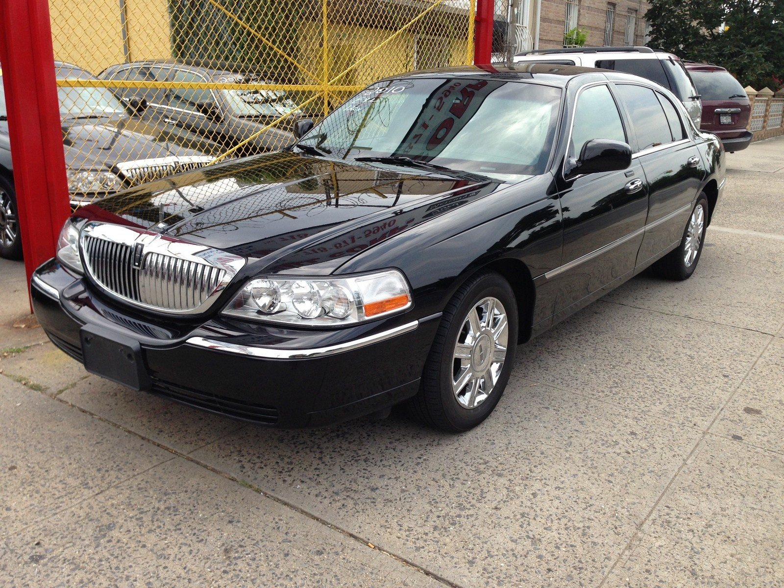 Latest 2011 Lincoln Town Car Pictures Cargurus Free Download