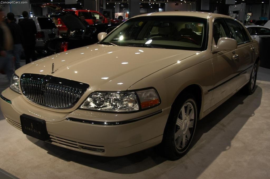 Latest 2003 Lincoln Town Car Pictures History Value Research Free Download