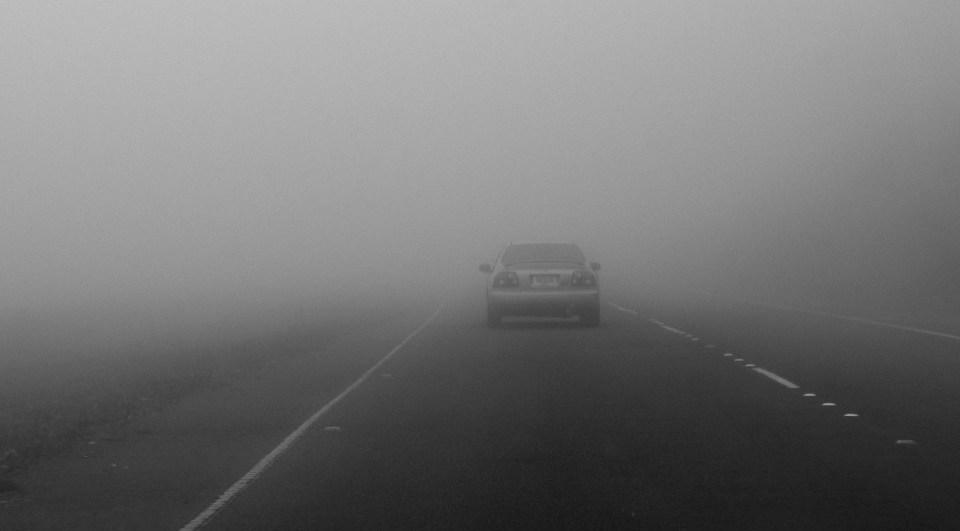 Автомобиль в тумане