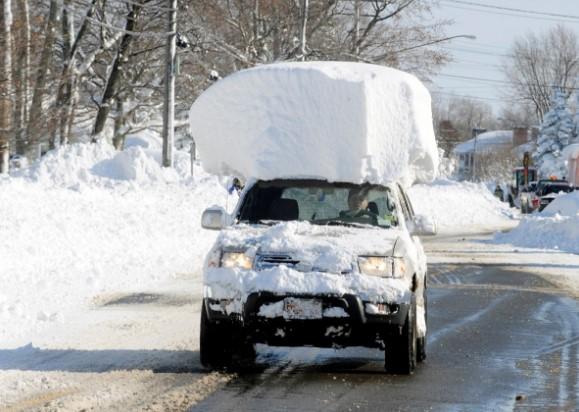 Автомобиль со снежной шапкой, фото
