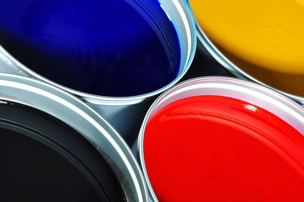 lakier samochodowy w różnych kolorach