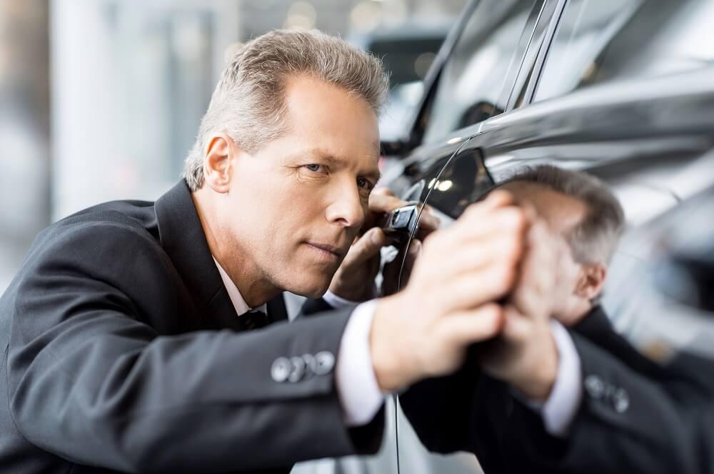 ocena lakieru samochodowego u lakiernika