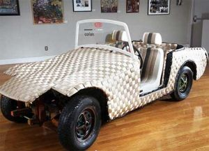 recycled-materials-art-car