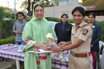 Hamida Madam awarded by JCI as well educated woman (5)