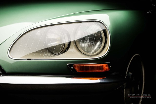 Citroën DS (DSuper5), Detailansicht Frontscheinwerfer links, Automobilfotografie: Stephan Hensel, Hamburg