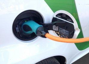 Как правильно зарядить электромобиль в домашних условиях