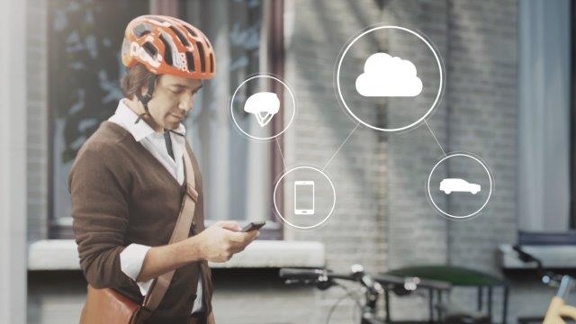 155757_World_first_technology_by_Volvo_and_POC_connects_cycle_helmets_with_cars