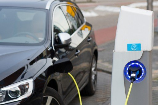 st-petersburg-electric-car-charge