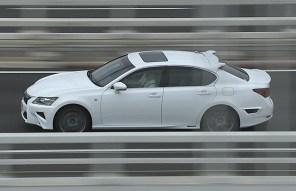 Lexus GS научили «гонять» без водителя