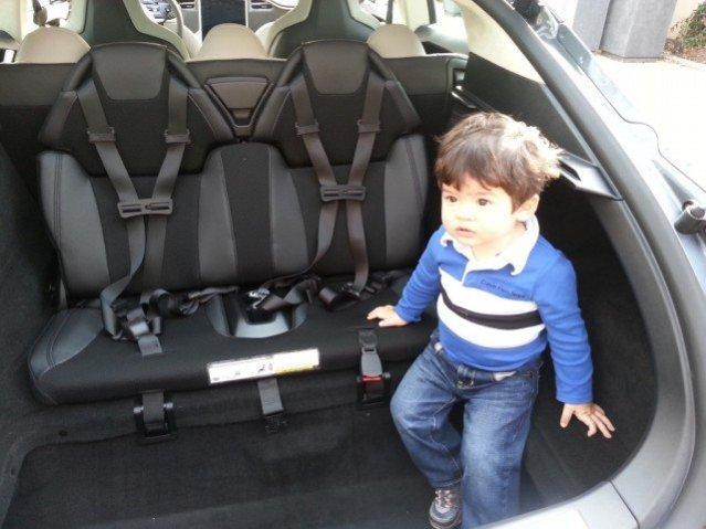 Tesla_Model_S_rear_child_seats-1024x768