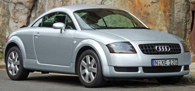 2003-2006_Audi_TT_(8N)_1.8_T_coupe_(2011-11-08)_01