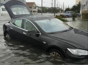 Скандал с плавающей Tesla Model S из Казахстана докатился до Илона Маска