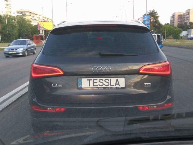 Рекламные войны: Audi переключилась с BMW на Tesla