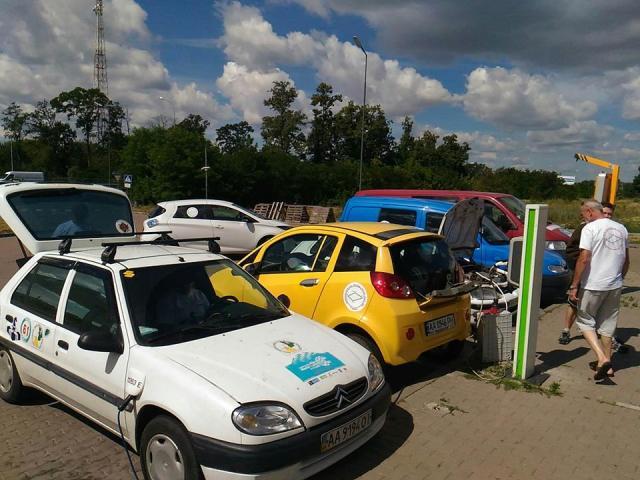 Из Киева стартовал автопробег на самодельных и заводских электромобилях