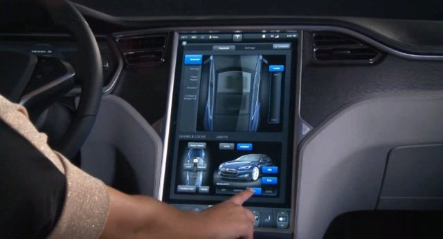 """Любая Tesla, как своя: компания будет хранить настройки автомобиля для каждого водителя в """"облаке"""""""