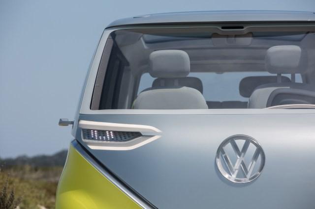 Volkswagen выпустит электрическую версию своего культового микроавтобуса в 2022 году