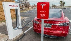 Tesla запретила пользоваться скоростными зарядками именно тем, кому они больше всего нужны
