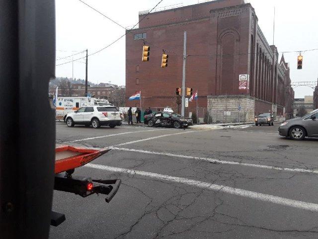 Автопилот Ford попал под колеса грузовика в полутора километрах от гаража