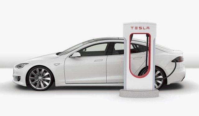 Tesla запустила сервис планирования поездок с использованием сети Supercharger