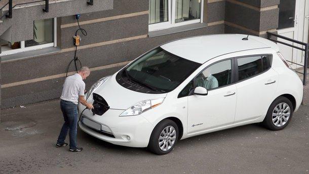 Инфографика: Донецкая область показала наибольший прирост по электромобилям в Украине