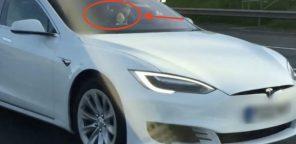 """Водитель Tesla Model S получил 18 месяцев """"бана"""" за езду с автопилотом на пассажирском кресле"""