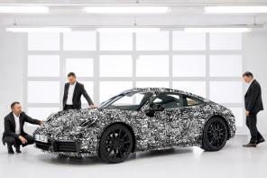 Porsche готовят две гибридные версии спорткара 911