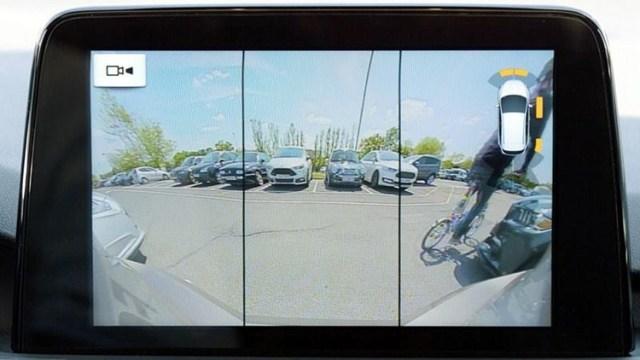 Ford скрестил камеру заднего вида с тормозами и обеспечил безопасное движение задом