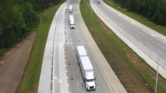 """""""Караван в цифровой связке"""": Volvo и FedEx тестируют новую технологию езды грузовиков для экономии топлива"""