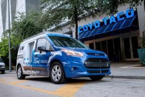 Первые беспилотные Ford начали работать в службе доставки. Почти беспилотные