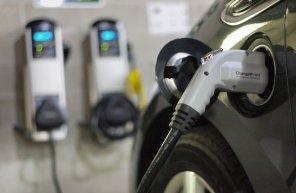 В Нацбанке планируют закупить две электрозаправки к трем электромобилям