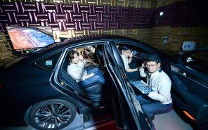Слева - Винник, справа - Павлик: пассажиры в Hyundai смогут слушать разную музыку