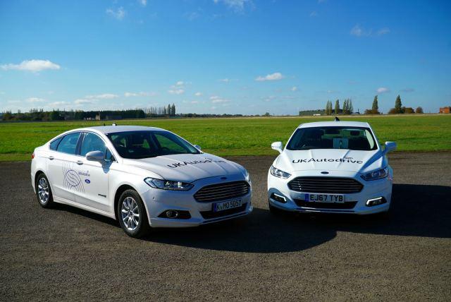 Перекрестки без светофоров и ДТП: Ford создал уникальную технологию общения между автомобилями