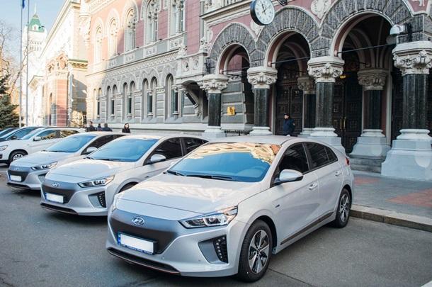 Нацбанк похвастался новенькими электромобилями Hyundai Ioniq: опубликованы фото