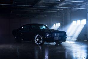 Привет из 1960-х: британская компания электрифицирует классический Ford Mustang