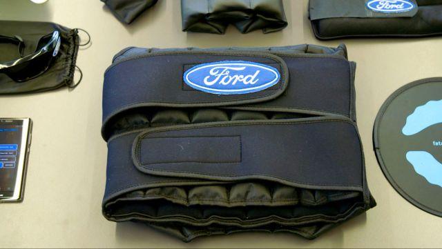 Ford разработал «сонный костюм», имитирующий состояние крайней усталости водителя