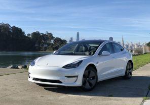 Зарядится или нет: в США блогеры поставили над Tesla интересный эксперимент